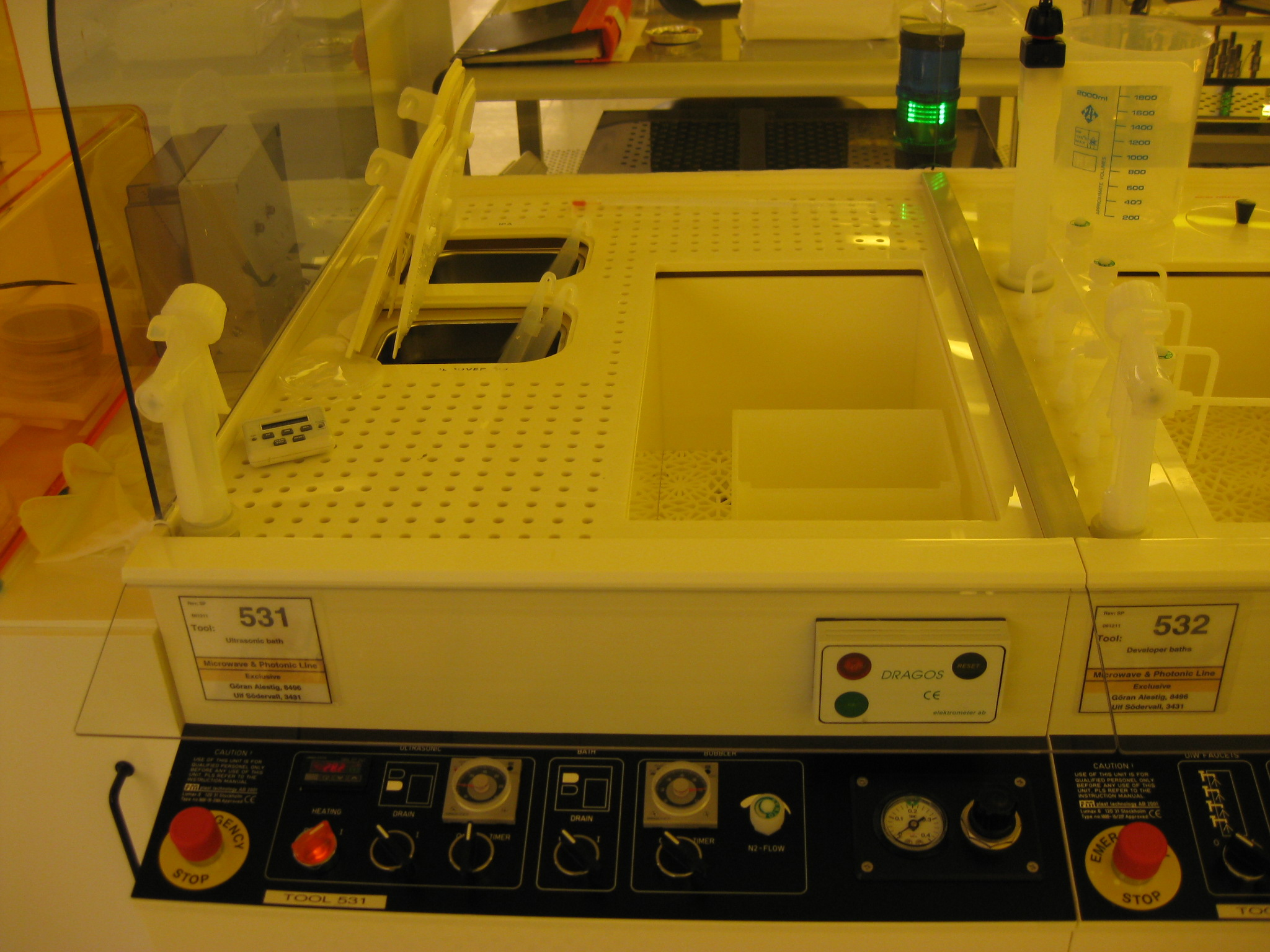 Picture of Wet Bench - Solvent - Ultrasonic bath - Microwave line